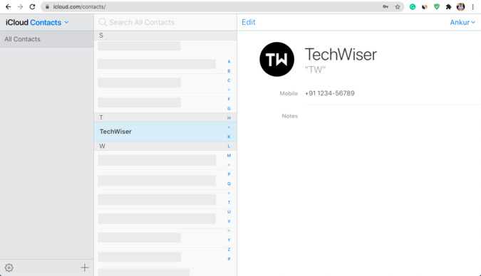 Nhấp vào một liên hệ trên iCloud Web để xem trên máy Mac