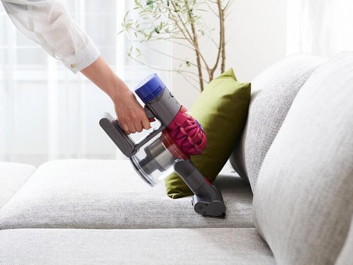 Cầm tay: làm sạch các khu vực cụ thể như ghế sofa và máy tính để bàn