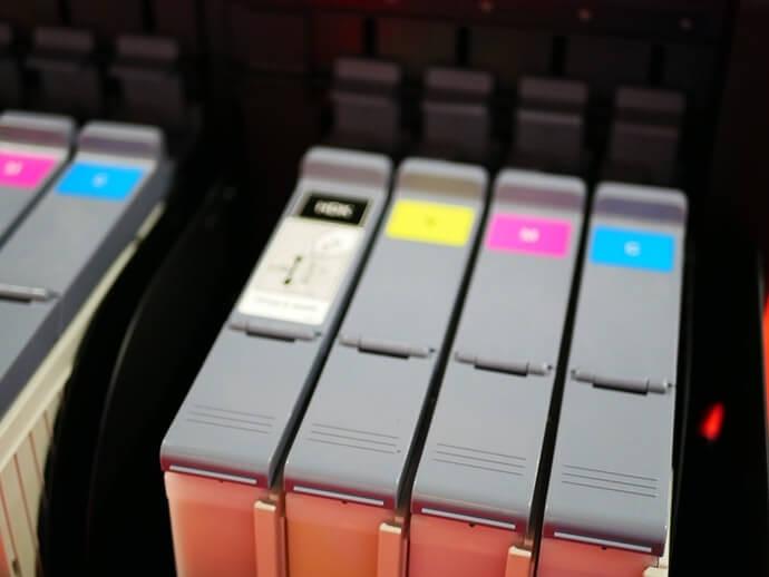 Hộp mực riêng biệt: chỉ có thể thay thế các màu đã sử dụng hết, tiết kiệm tiền