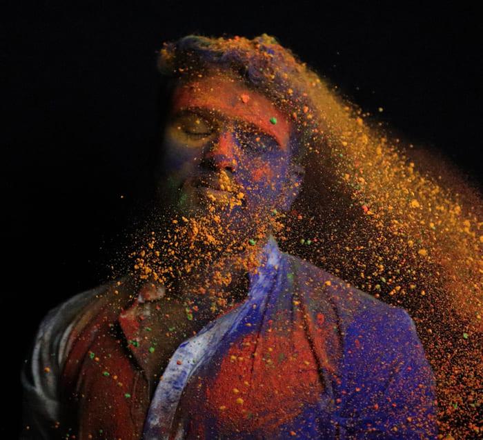 Ảnh chụp các loại bột đầy màu sắc cho lễ hội