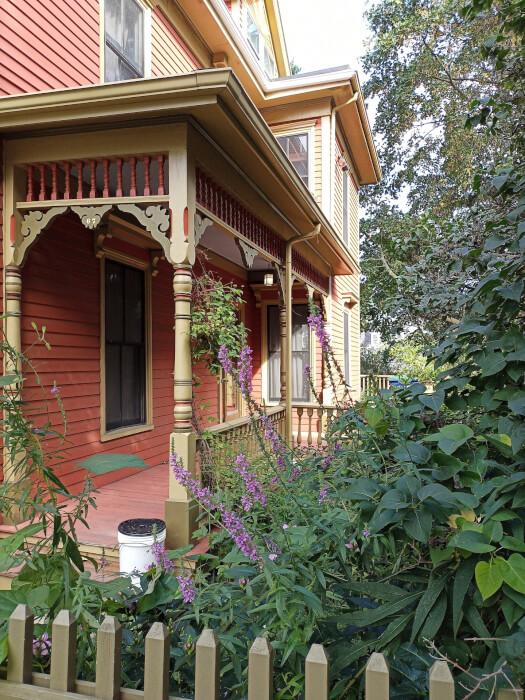 Hình ảnh ngôi nhà ở Massachusetts được chụp trên Blu G91 Pro