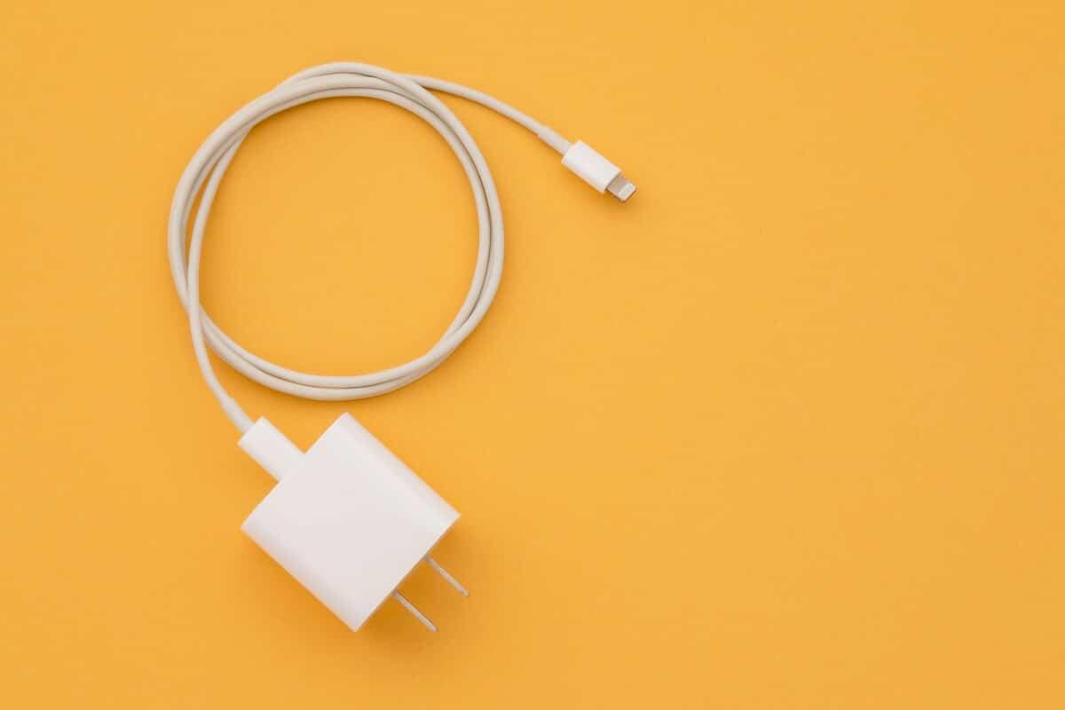 Kiểm tra bộ sạc và cáp USB của bạn