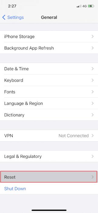 Trên iPhone, điều hướng đến Chung, sau đó nhấn vào Đặt lại.  Cách khắc phục sự cố AirPods không reset lại được