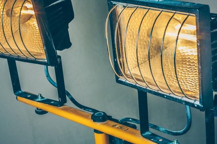 Đèn Halogen: độ sáng cực cao và sẽ tỏa nhiệt