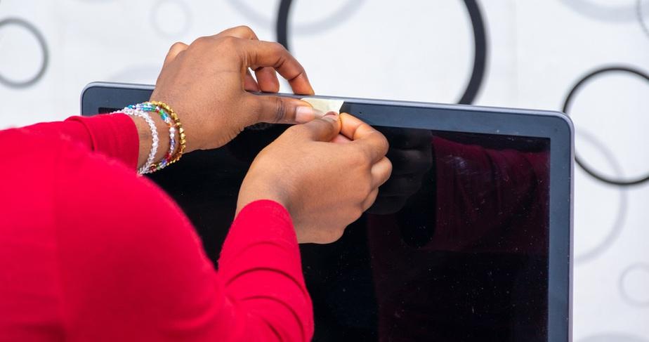 bảo vệ webcam trên máy tính xách tay