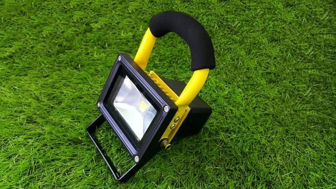 Chú ý đến khả năng chống thấm nước của nguồn điện và sản phẩm khi sử dụng ngoài trời