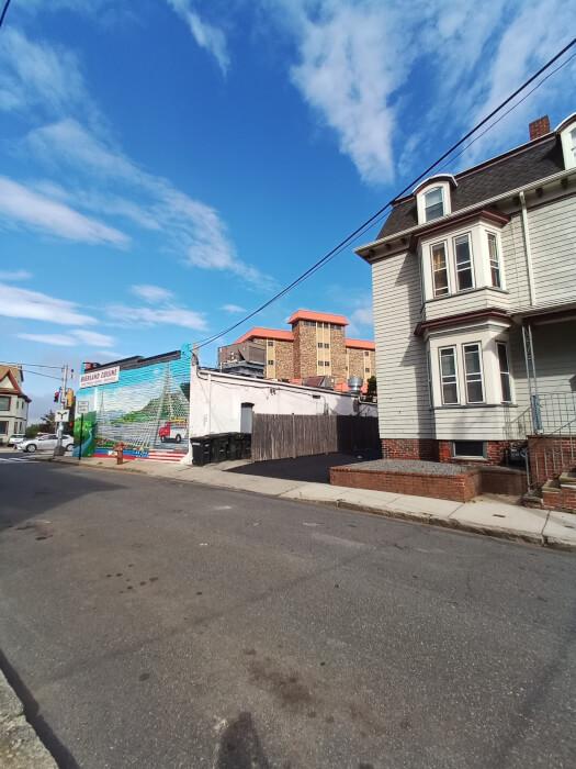 Hình ảnh bên ngoài ngôi nhà và đường phố ở Massachusetts chụp trên Blu G91 Pro
