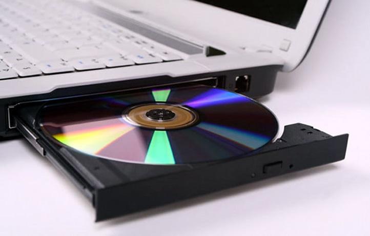 Ổ đĩa CD hoặc DVD trong máy tính xách tay